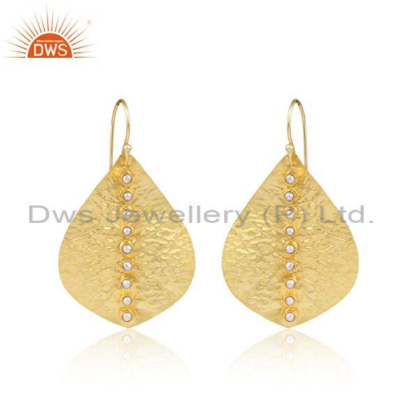 Textured leaf design yellow gold on fashion pearl earring