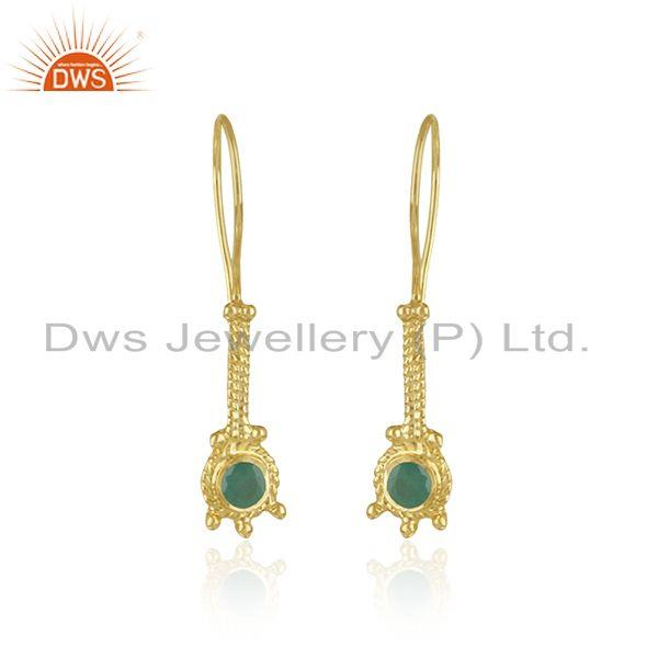 Long earring in yellow gold on silver with natural emerald