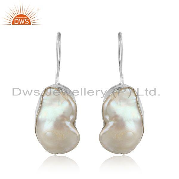 Handmade earring in solid silver with organic shape pearl
