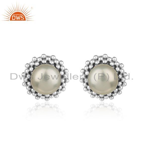 Handmade stud in rhodium plated silver 925 adorn with pearl
