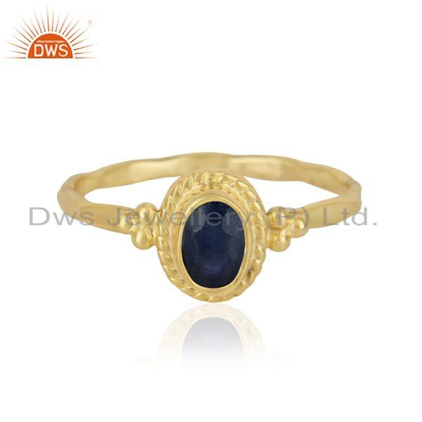Natural blue sapphire textured ring in yellow gold on silver 925