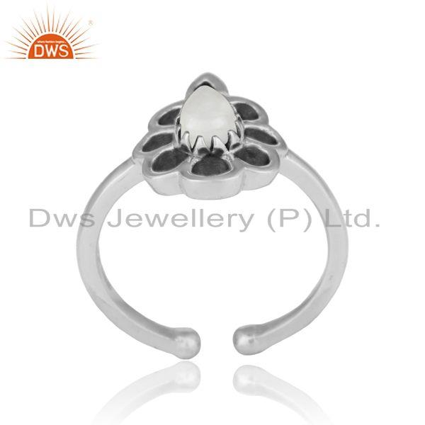 Designer floral ring in oxidized silver 925 and white howlite