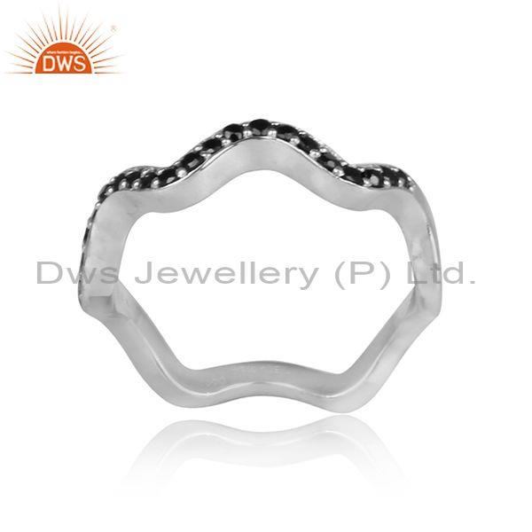 Heart shaped white rhodium on silver black spinal fancy ring