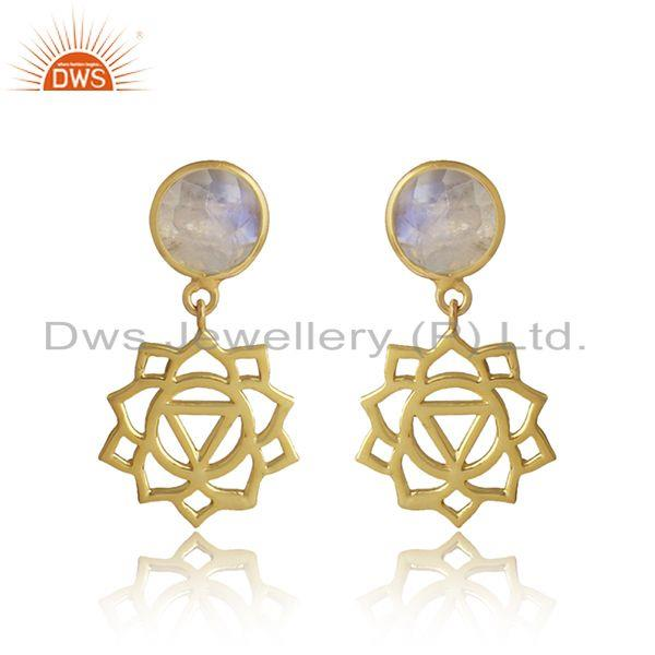 Manipura earring in yellow gold on silver with rainbow moonstone