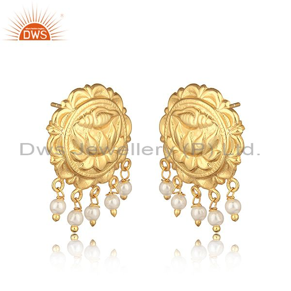 Handcrafted floral design yellow gold on fashion earring with pearl