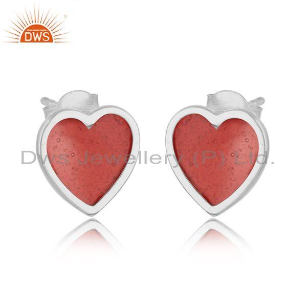 Dainty stud in white rhodium on silver 925 with light red enamel
