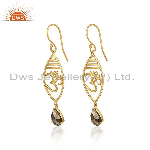 Designer om earrings in yellow gold on 925 silver with pyrite