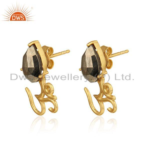 Om symbol stud in yellow gold on 925 silver with shiny pyrite