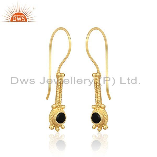 Designer long earring in yellow gold on silver with black onyx