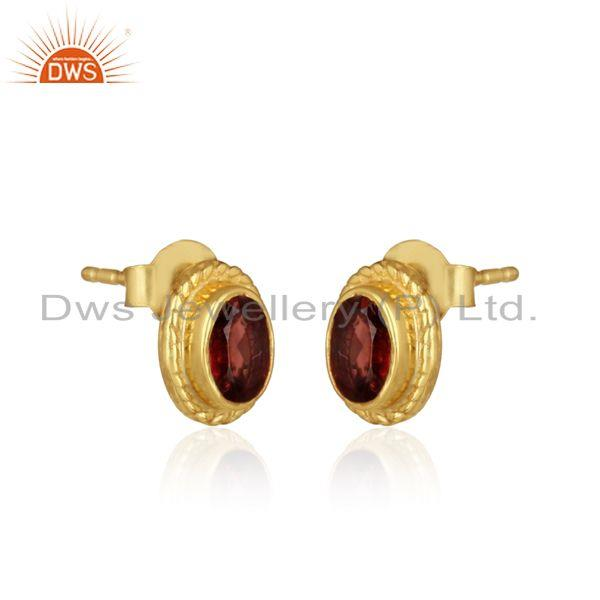 Textured silver 925 stud with garnet and yellow gold plating