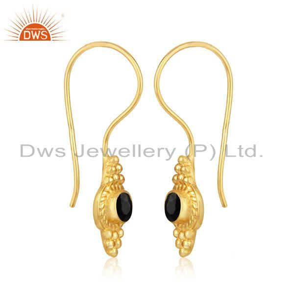 Textured earring in yellow gold on silver 925 with black onyx