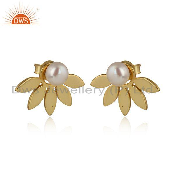 Designer leaf stud in yellow gold over silver 925 with pearl