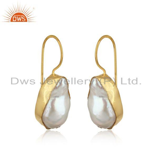 Handmade earring in yellow gold on silver with organic shape pearl