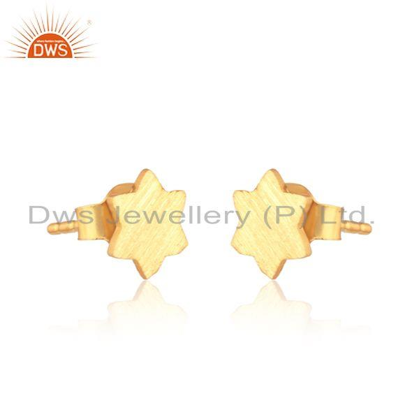 Handcrafted scratch finish star stud in yellow gold on silver 925