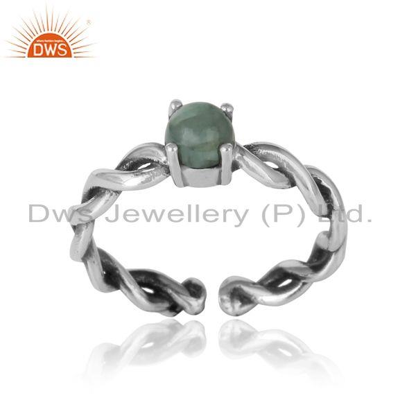 Dainty twisted ring in oxidized silver 925 with natural emerald