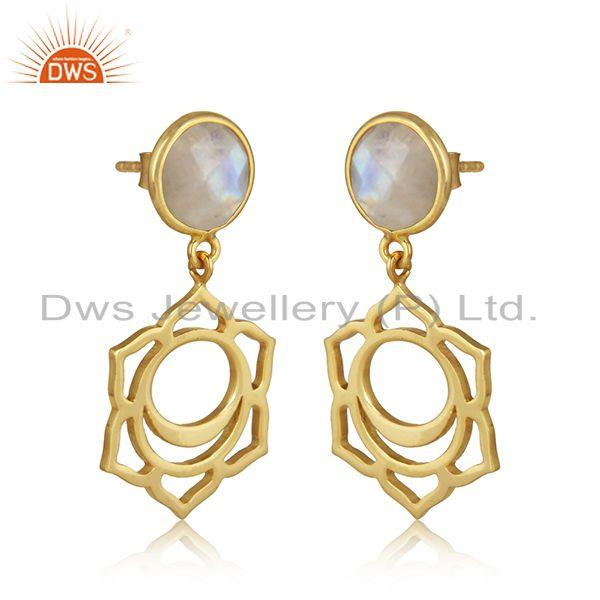 Sacred earring in yellow gold on silver with rainbow moonstone