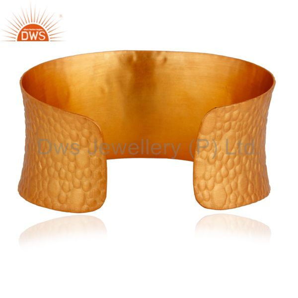 Suppliers 18k Yellow Gold Plated On Brass Red/White Cubic Zirconia Texture Finish Bangle