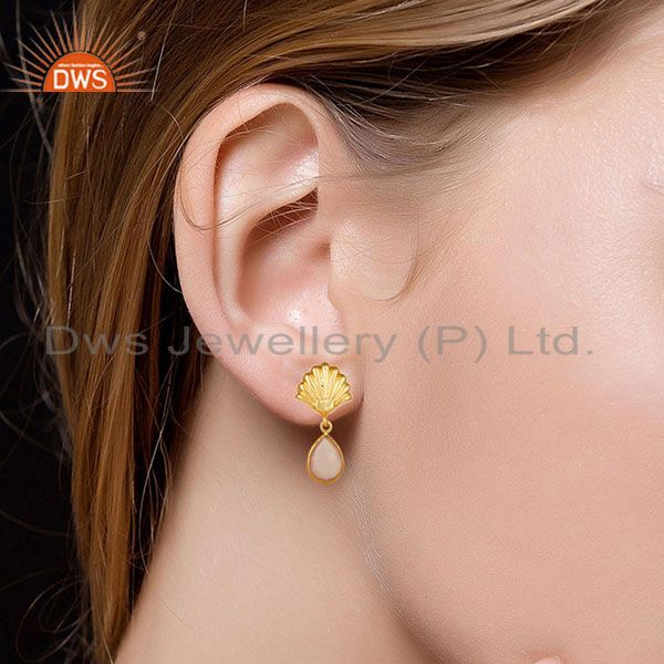 Suppliers 14K Yellow Gold Plated Handmade Dyed Rose Chalcedony Bezel Set Brass Earrings
