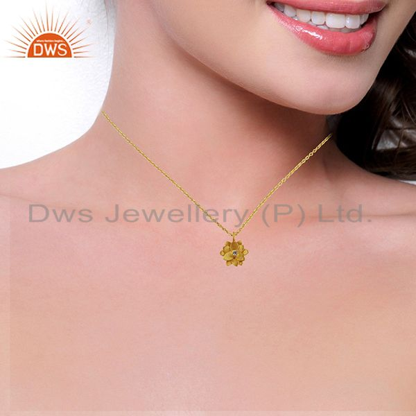 Suppliers Good Look Flower Design White Zirconia Brass Chain Pendant With 18k Gold Plated