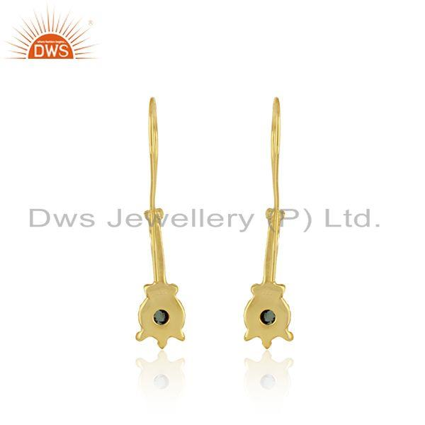 Designer of Long earring in yellow gold on silver with natural emerald