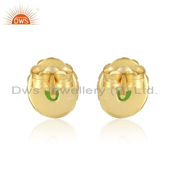 Designer of Handmade stud in yellow gold on silver with chrome diopside