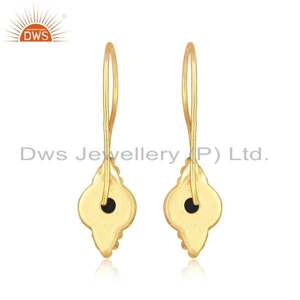 Designer of Textured earring in yellow gold on silver 925 with black onyx