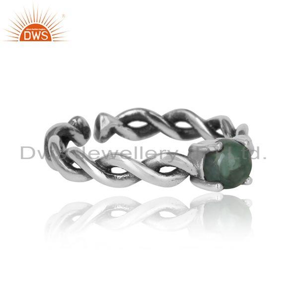 Designer of Dainty twisted ring in oxidized silver 925 with natural emerald