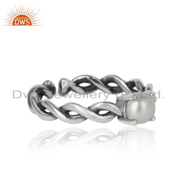 Designer of Designer dainty twisted ring in oxidized silver 925 with pearl