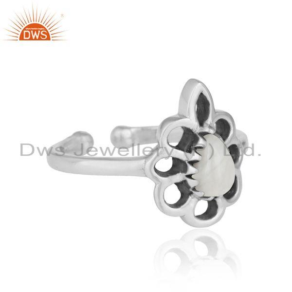 Designer of Designer floral ring in oxidized silver 925 and white howlite