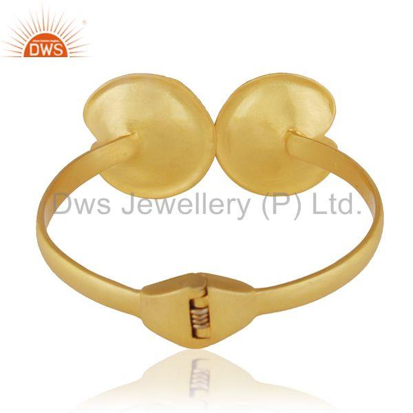Wholesalers 18k Gold Plated White Pearl Brass Fashion Wedding Bangle Manufacturer of Jewelry