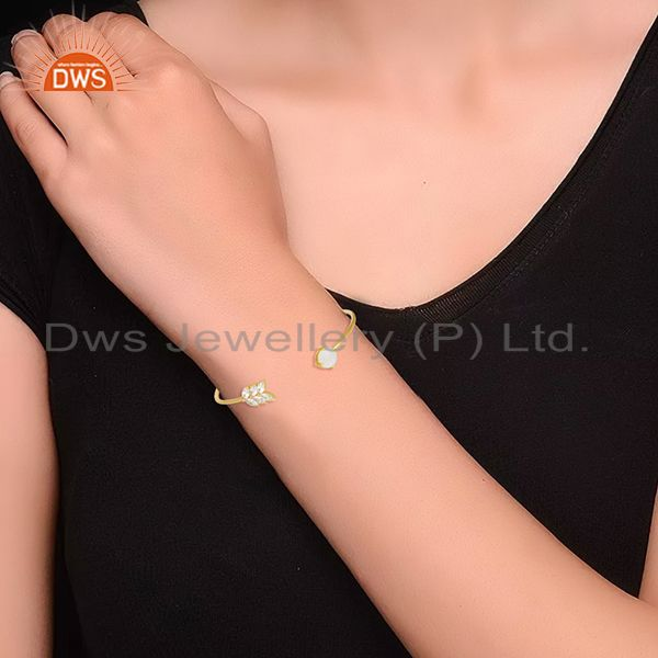 Wholesalers Gold Plated Brass Fashion Rainbow Moonstone Cuff bracelet Wholesale Supplier